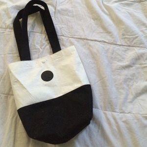 Black and white lululemon bag
