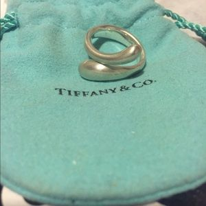 Listing Elsa Peretti Teardrop Ring In Sterling Silver 55d69a17afcd0e25d300a81c Tiffany And Co Australia