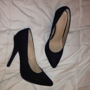 Forever 21 black point heels