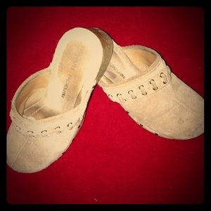 Gently used clogs. Great shape!  :)