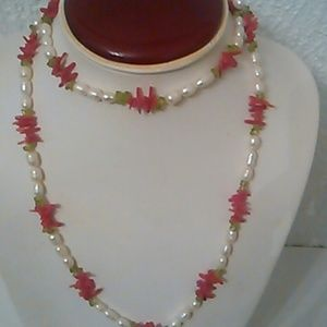 DROP PRICE .Necklace from Hawaii ,New w.tag .has p