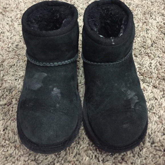 black toddler uggs