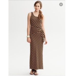 Banana Republic Dresses & Skirts - Banana Republic SUPER flattering maxi