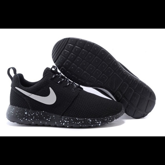Nike Women s Black Roshes New 0e7f9e3b89