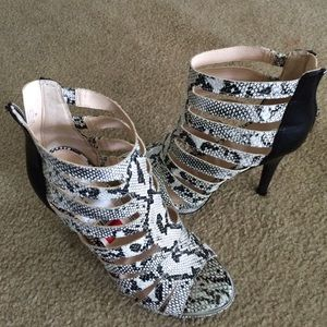 Bar lll black & white snake print bootie