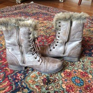 37c8607d28c Steve Madden taupe combat boots w/ faux fur lining