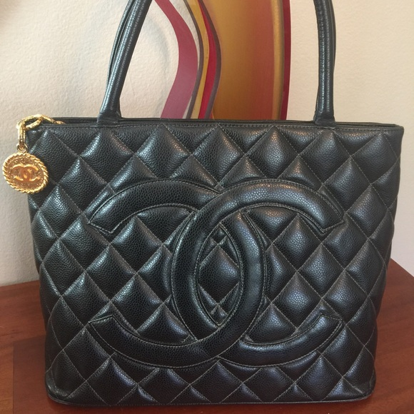 cad9200b657e CHANEL Handbags - Authentic Chanel Black Caviar Medallion Tote
