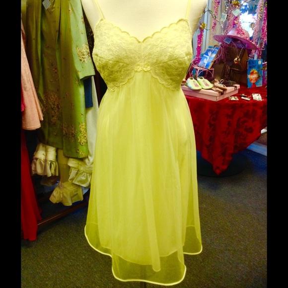 Vintage Warner s Slip Yellow Nightgown Sheer Lace.  M 55da29ec713fde49bd01b96b 8da7172f6