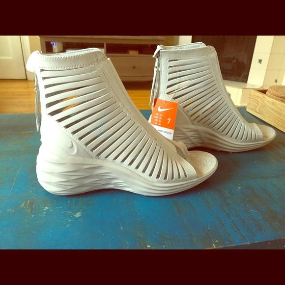 a83911a57 Nike Women s Lunarsandiator white gladiator sandal