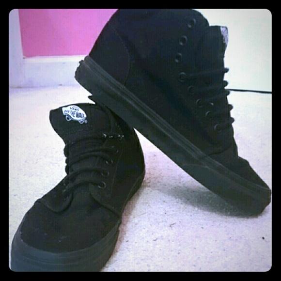 a9abd42c44 All black Vans midtop sneaker. M 55da5f2015c8af21e201d130