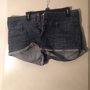 Denim - High-waisted denim shorts