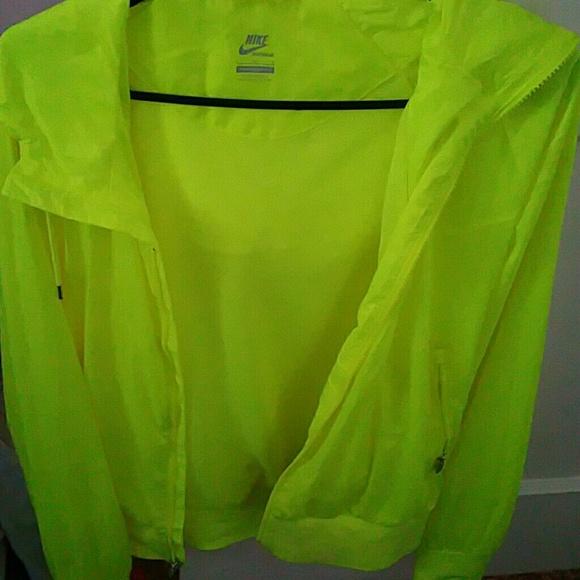 5aa9b21b64 Neon yellow Nike windbreaker. M 55db5f7ffeba1f23bc021ffd