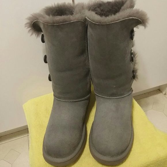 56257a00806 UGG Gray Bailey Button Triplet Boots sz6