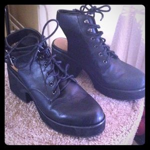 Shelly's london platform boot