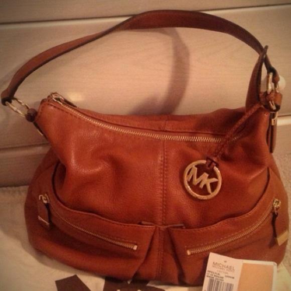 754ef27b698 Brown soft leather Michael Kors purse