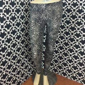 🆕LISTING Cheetah Print Leggings