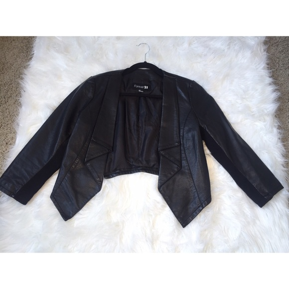 Forever 21 Jackets & Blazers - Crop Faux Leather jacket