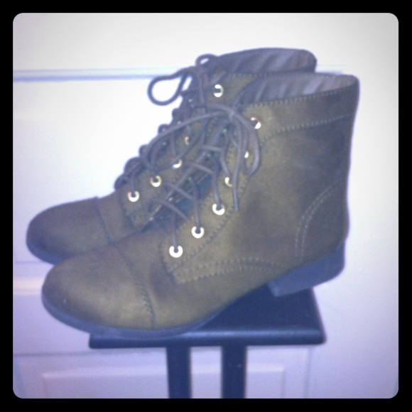 17 forever 21 shoes sold olive green lace up