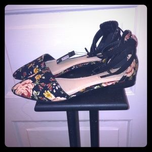 Floral strappy ankle pointy toe flats. NWT.