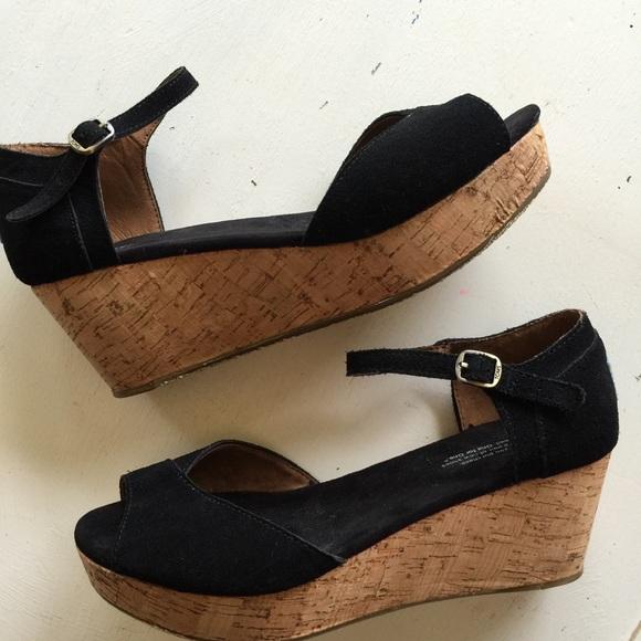 de159a3af8b6 TOMS black suede platform wedge sandals. M 55de034ef092821d67005444