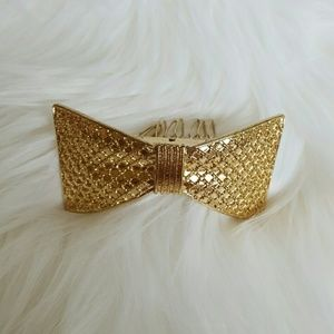 Accessories - Gold bow bun pin