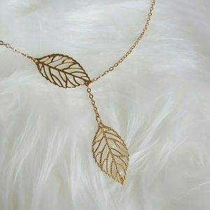 Jewelry - Gold leaf necklace