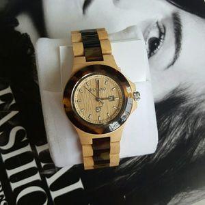 Jewelry - Classic silvano wood watch