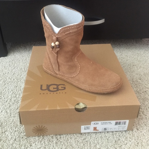NWT Ugg moccasin ankle boot in chestnut brown