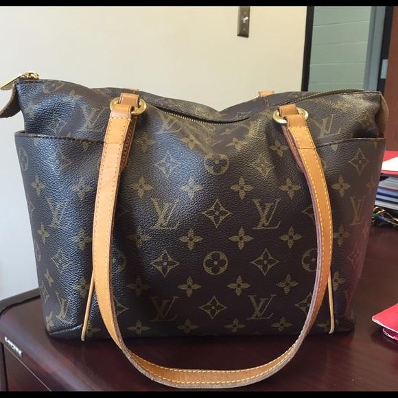 7ac528fefea3 Louis Vuitton Handbags - Reserved! Louis Vuitton Totally pm