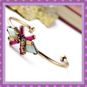 Boutique Jewelry - 🍥🍬Beautiful Cuff Bracelet with Crystals🍬