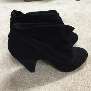 40f3360c1f3 Steve Madden Shoes - Steve Madden p-ollie black suede booties size 11