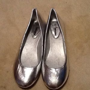 Ositos Shoes - Silver ballet flats. New