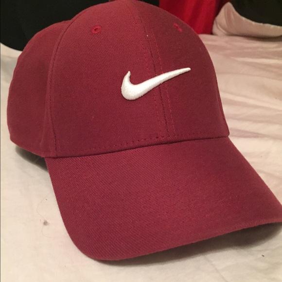 Burgundy Nike baseball hat. M 55dfe4a37eb29f5829002540 920b2b1c8