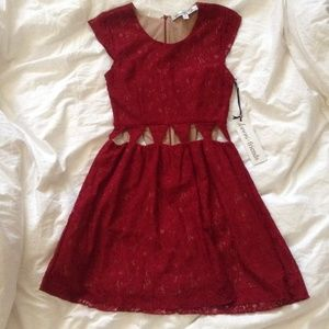 Lovers+friends maroon lace dress