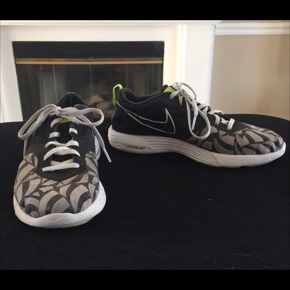 low priced 3c49a a5231 Women s Nike Lunar Montreal Liberty Shoes Size 8.5.  M 55e0cab1291a35c8a600051e