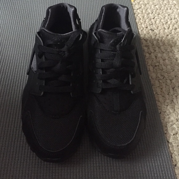 Nike - Nike air low huarache boys size 7. All black from M's ...