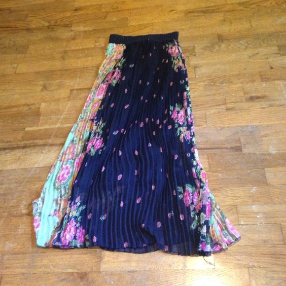 40 magic dresses skirts navy blue floral maxi