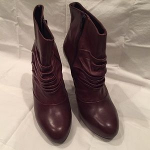 Beautiful pair of Fergie Boots