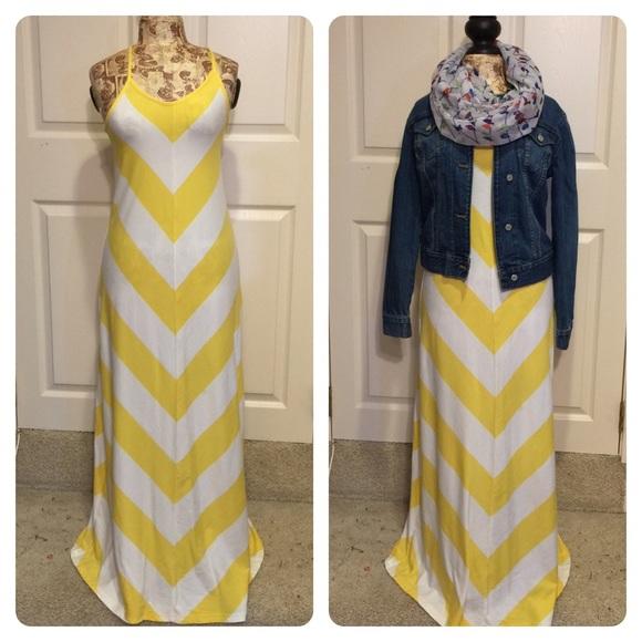 0c8e4d1e33 GAP Dresses & Skirts - GAP yellow and white chevron maxi dress