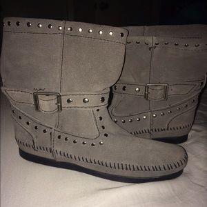 Minnetonka Shoes - Gray Minnesotas