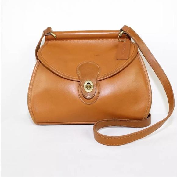 7eb71282f298 Coach Handbags - Coach Vintage Logan Leather bag