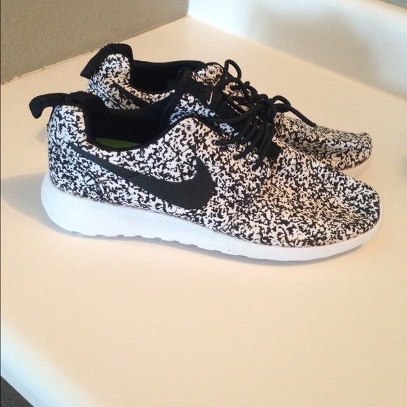 Nike Roshe speckle RARE Size 8.5 Men's/10 Womens