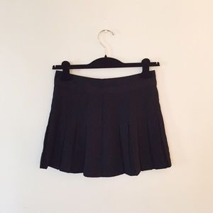 Forever 21 | Pleated black skirt