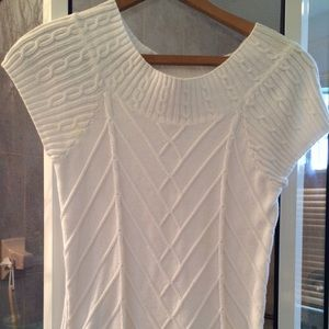 Sarah spencer white short sleeve sweater