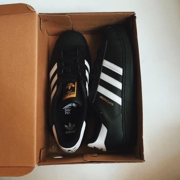 adidas schuhe, schwarze superstar noch nie wornnew poshmark