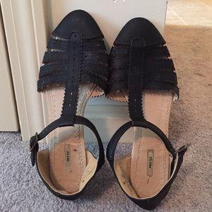 UO Black Strappy Sandals Size 8