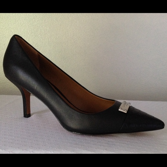 1369e3932a6 COACH Zan Leather Snake skin embossed pumps size 7 NWT