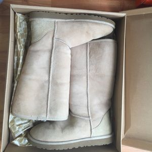 TALL UGG BOOTS IN COLOR SAND