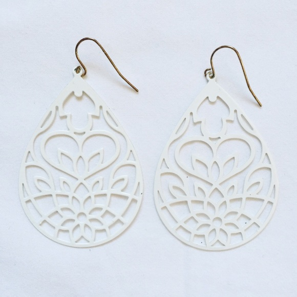 Forever 21 forever 21 ivory earrings from jess jill for Forever 21 jewelry earrings