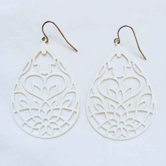Forever 21 forever 21 ivory earrings from jess jill for Forever 21 jewelry earrings
